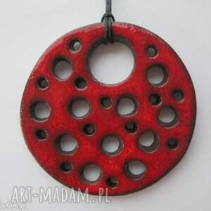 Czerwony dziurawy wisior, ceramiczny, wisiorek, duży, z-dziurami, z-ceramiki