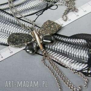Naszyjnik: motyl szary z otoczaków naszyjniki witrazka długi