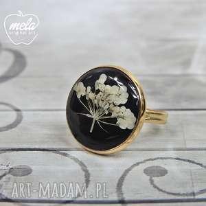 0605/ mela pierścionek - kwiaty w żywicy, pierścionek, sygnet, żywica, epoksyd