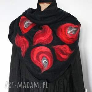 ręcznie zrobione chustki i apaszki czarna chusta handmade wełniana, elementy filcowane