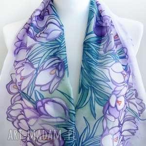 Prezent Ręcznie malowany szal Krokusy z naturalnego jedwabiu w odcieniach fioletu
