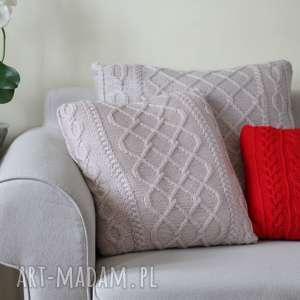 Duża jasnobeżowa poduszka, dziergana, rękodzieło, włóczkowa, warkoczowa, miękka