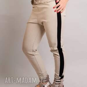 jasne spodnie z czarnym lampasem s/m, lampasy, jasne, letnie, dopasowane, kratka