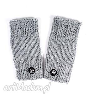 mitenki krótkie - jasnoszare - mitenki, rękawiczki, zima, dziergane, ręka