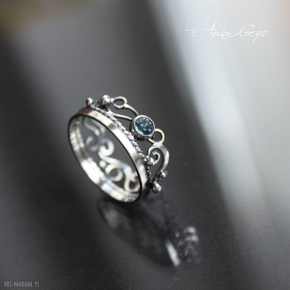 pierścionki topaz pierścionek szafirowy