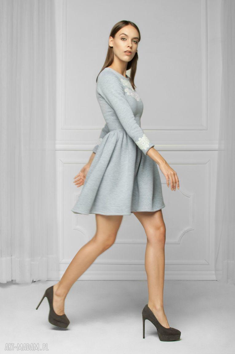 trendy sukienki dresowa sukienka z aplikacją szara