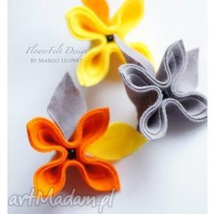 trzy kwiaty - broszka, kwiaty, prezent, ślub