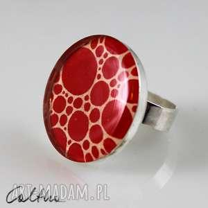 Kropki - pierścionek, pierścień, żywica, duży, kropki, ręka