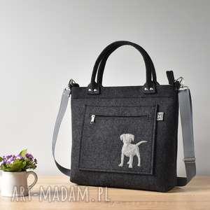 handmade na ramię grafitowa antracytowa filcowa torebka z pieskiem