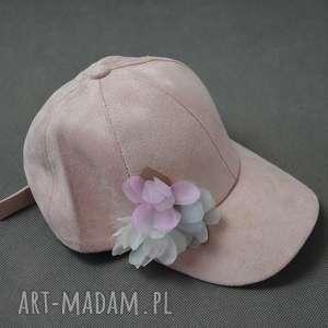 czapka z jedwabnymi kwiatami - czapka, kwiaty, jedwab, róż, pastele