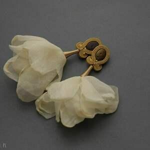 Kolczyki sutasz z kwiatkiem sisu sznurek, kremowe, eleganckie