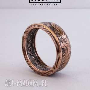 Stojąca bogini wolności - pierścionek zaręczynowy olbrycht