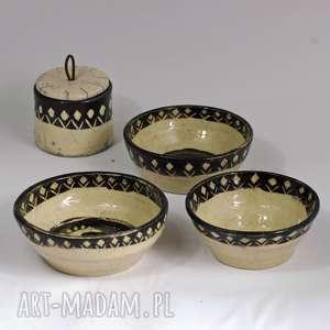 Prezent Komplet 4 przedmiotów- 3 małe miseczki i cukiernica - Sgraffito Raku