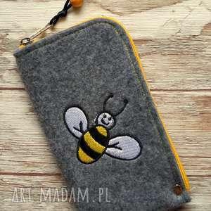 Prezent Filcowe etui na telefon - Pszczółka, smartfon, pokrowiec, haft, pszczoła