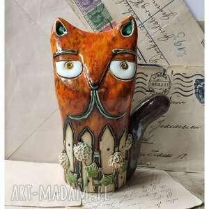 Kot z hortensjami za płotem ceramika wylegarnia pomyslow