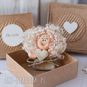 ręcznie robione kartki aniołek stróż z kartką w mini pudełeczku. Przeurocza alternatywa