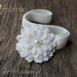 ręcznie zrobione ozdoby do włosów kwiatek z perełką biały