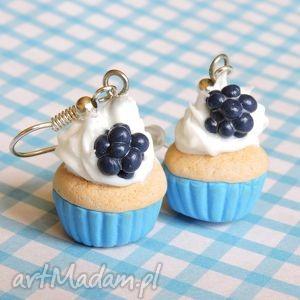 niebieskie muffiny z jeżynami, kolczyki, owoce, fimo, biżuteria, muffiny, słodycze