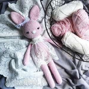 Królisia nela - duży szydełkowy różowy króliczek maskotki miedzy