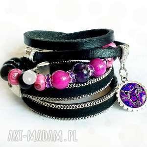 ręcznie zrobione bransoletki unikatowyn komplet biżuterii - bransoletki z zawieszkami i minerałami