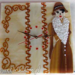 ręcznie zrobione zegary artystyczna kompozycja ze szkła - zegar dama w futrze