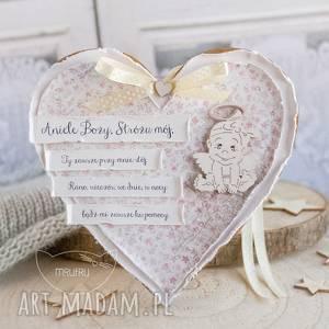 handmade serce z modlitwą aniele boży. Uroczy prezent okazji narodzin, chrztu świętego