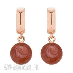 ręcznie wykonane kolczyki kolczyki z bordową żywicą z różowego złota