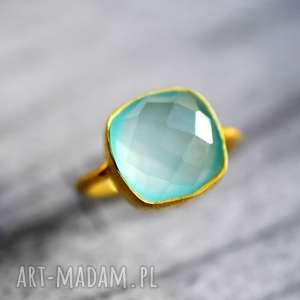 pozłacany pierścionek akwamaryn - błękit, minerał
