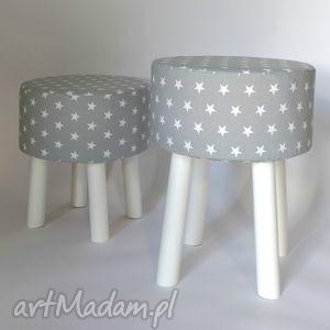 dom fjerne m na białych nogach szare gwiazdki, decor, minimalizm, meble, stołek, puf