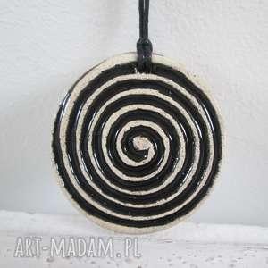 wisiorki zakręcony wisiorek ceramiczny, z ceramiki, czarny, wisior