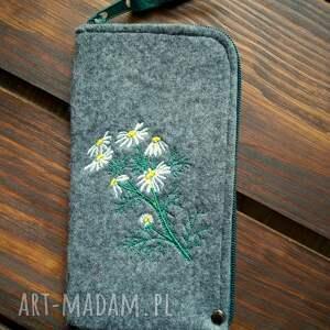 handmade etui filcowe na telefon - polne kwiaty