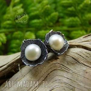 dzwoneczki mini - srebro i perła, sztyfty z perłą, srebrne kolczyki
