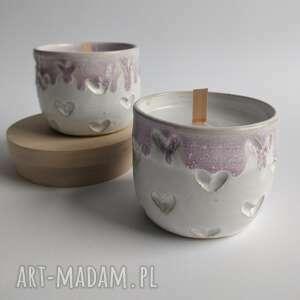 zestaw dwóch świec o delikatnym zapachu, prezent, ceramika użytkowa, świeczniki