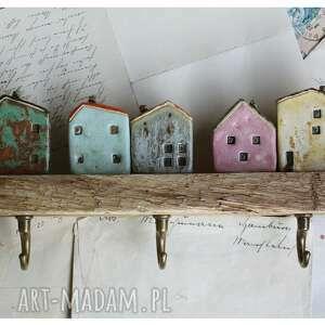 wieszak z domkami na obladrze ix, ceramika, domek, wieszak, drewno