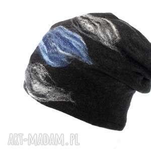 Prezent czapka handmade wełniana z kwiatem czarna, wełna, filcowana, merynosy, damska