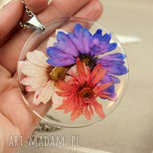 z164 duży wisior z suszonym kwiatem w żywicy, naszyjnik-z-kwiatem, biżuteria-z-żywicy