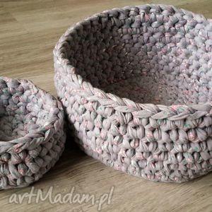 koszyki z włóczki bawełnianej recyklingowej, sznurek, szydełko, pudełko, koszyk