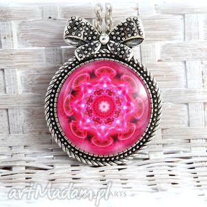 ręcznie zrobione broszki naszyjnik, medalion, broszka - różowa mandala