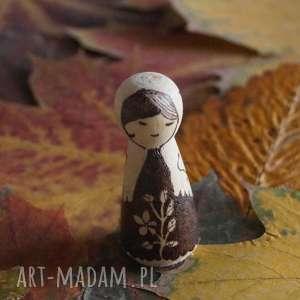 chiński kwiat - ręcznie wypalana drewniana laleczka - nostalgia