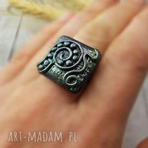 1009/mela - pierścionek z polimeru kwadrat, pierścionek, retro, antyczny, polimer