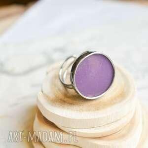 fiolet na okrągło - pierścionek geometryczny, duży