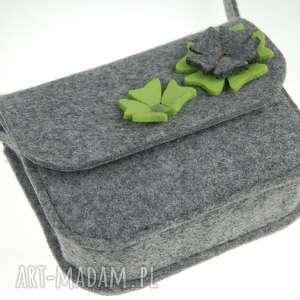malutka filcowa torebka z zielonymi kwiatkami, torebka, torby, dzieko, prezent, filc
