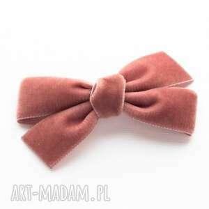 ręczne wykonanie ozdoby do włosów spinka kokarda velvet bow dusky pink