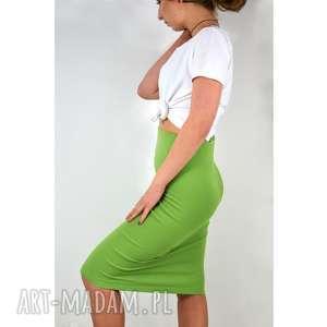 zielona spódnica tuba, spódnica, dzianina, dzianinowa, uniwersalna, wiosenna