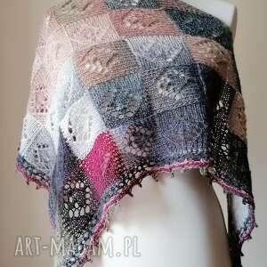 z burgundem stylowa chusta, rękodzieło, chusta na drutach, ażurowa