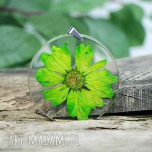 hand-made wisiorki naszyjnik z kwiatem zatopionym w żywicy z292