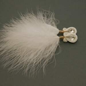 ręcznie wykonane klipsy białe sutasz z piórami