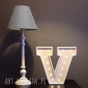 podświetlana literka v - lampka, lampa, lampka, litera, typografia, dziecko