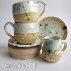 handmade ceramika zestaw składający się z dwóch filiżanek ze spodkami i dzbanuszka