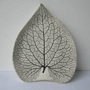 dekoracyjny liść ceramiczny, roślinny talerzyk, organiczny
